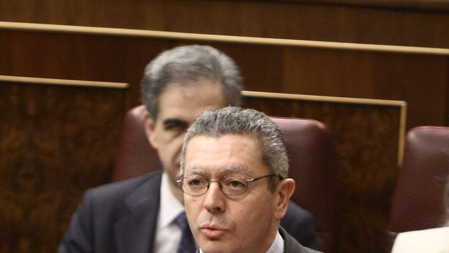 Gobierno y PP recuerdan a Artur Mas su obligación de cumplir las leyes en caso de referendos