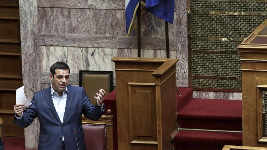 Tsipras llega al ecuador de su mandato con la vista puesta en salida rescate