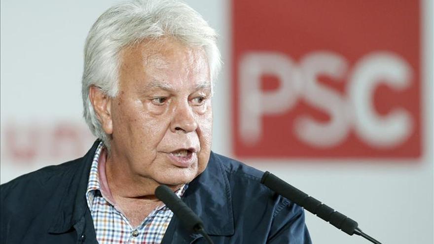 """Felipe González alerta de las """"revoluciones de un día de fuego y 70 años de miseria"""""""