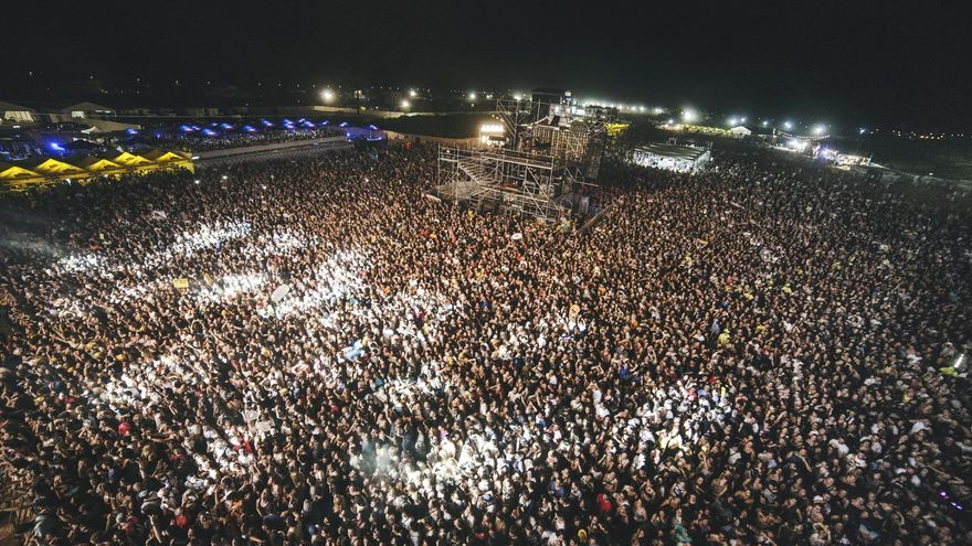 Vista del público durante la actuación de Fangoria en el Arenal Sound.