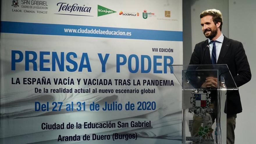 Casado, este jueves, durante el curso de verano 'Prensa y poder' en Aranda de Duero (Burgos).