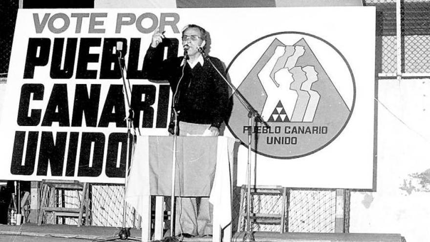 Carlos Suárez durante un mitin en La Isleta al frente de la candidatura de Pueblo Canario Unido. (Imagen: Anroart)