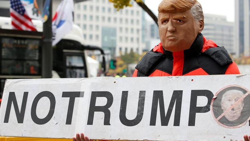 Protesta contra la visita del presidente estadounidense Donald J. Trump a Seúl