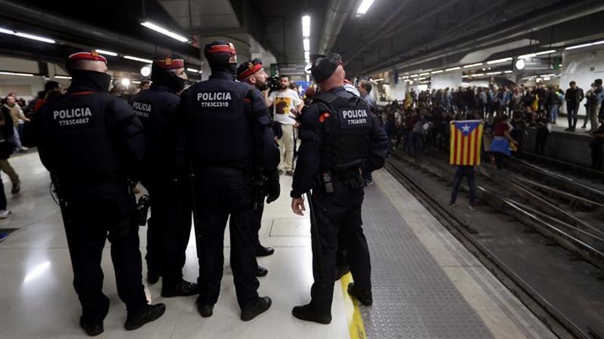 Más 10.000 viajeros afectados por los cortes de vías en Cataluña