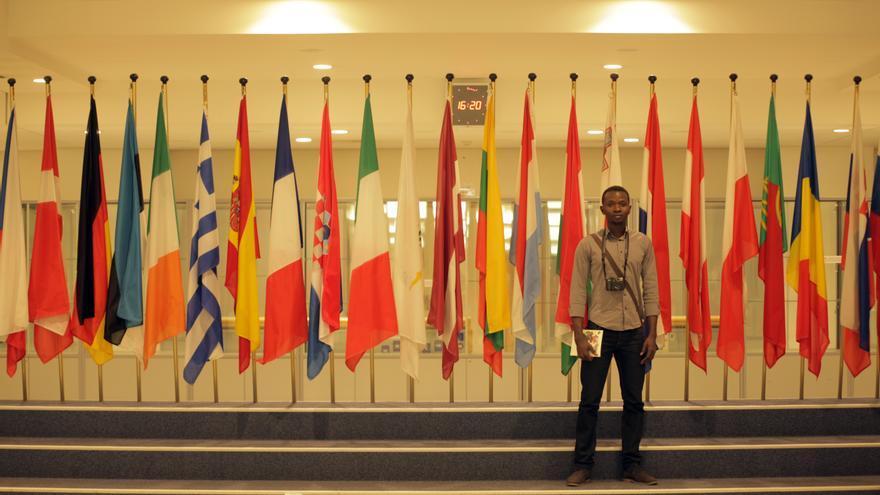 Yerro durante su viaje al Parlamento Europeo para Denunciar las condiciones de los CIE. | Por un Mundo Mas Justo
