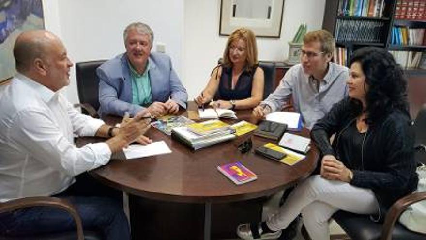 Reunión de representantes del Gobierno, Cabildo de Gran Canaria y el Ayuntamiento de Las Palmas de Gran Canaria para coordinar el aniversario de Galdós