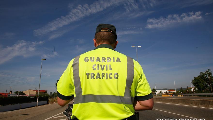 Un agente del Subsector de Tráfico de la Guardia Civil   MADERO CUBERO