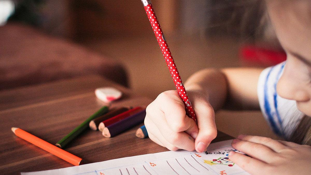 Educación autoriza que tres menores de Córdoba no vayan al colegio por el riesgo del padre a ser contagiado.