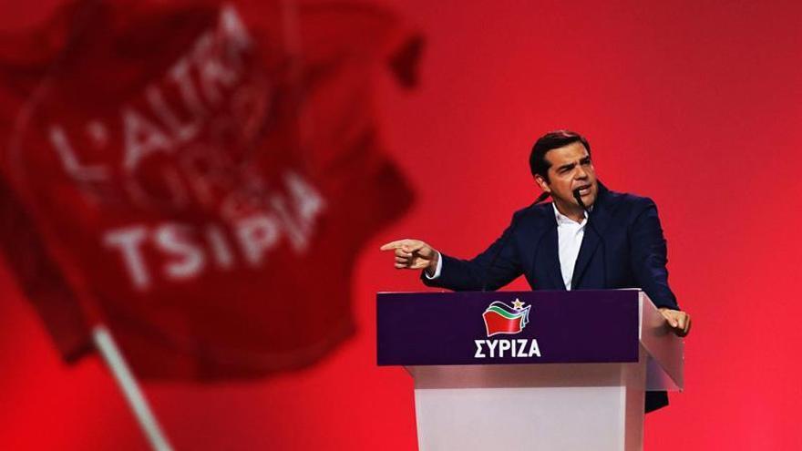 Tsipras defiende la condición de izquierdas de Syriza pese a aplicar el rescate