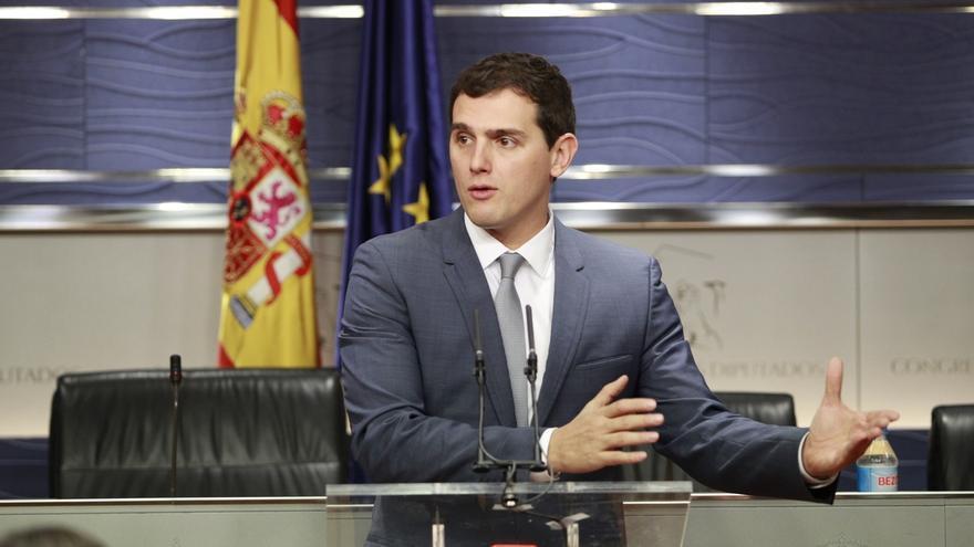 """Rivera cree que los independentistas esperan """"callados"""" un """"Gobierno débil"""" con un Ministerio que rompa España"""