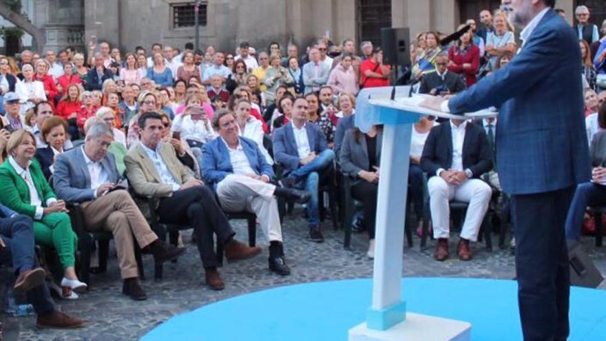 José Manuel Soria, en primera línea en el acto electoral del PP con Mariano Rajoy en la Plaza del Pilar Nuevo de Las Palmas de Gran Canaria.