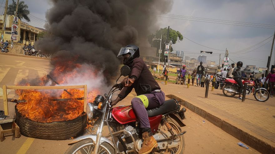 La policía de Uganda libera a Wine y confirma al menos 37 muertos en disturbios