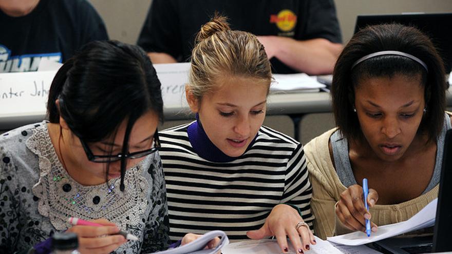 Utilizar ejemplos de series o películas ayuda a los estudiantes a entener cuestiones complejas