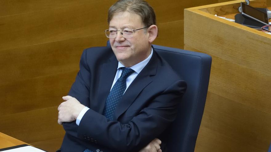 El president de la Generalitat, Ximo Puig, desde su escaño.