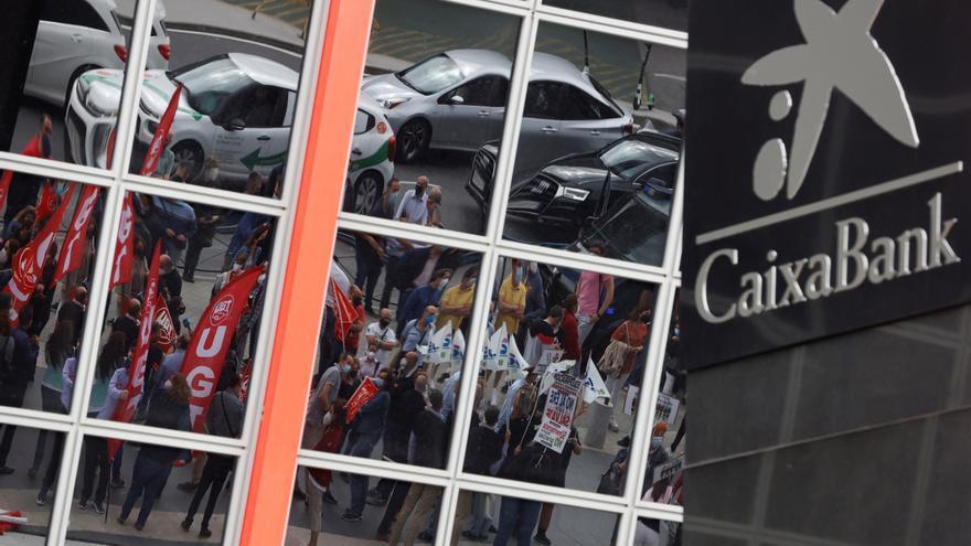 CaixaBank rebaja las salidas por el ERE a 6.452 y descarta bajas forzosas