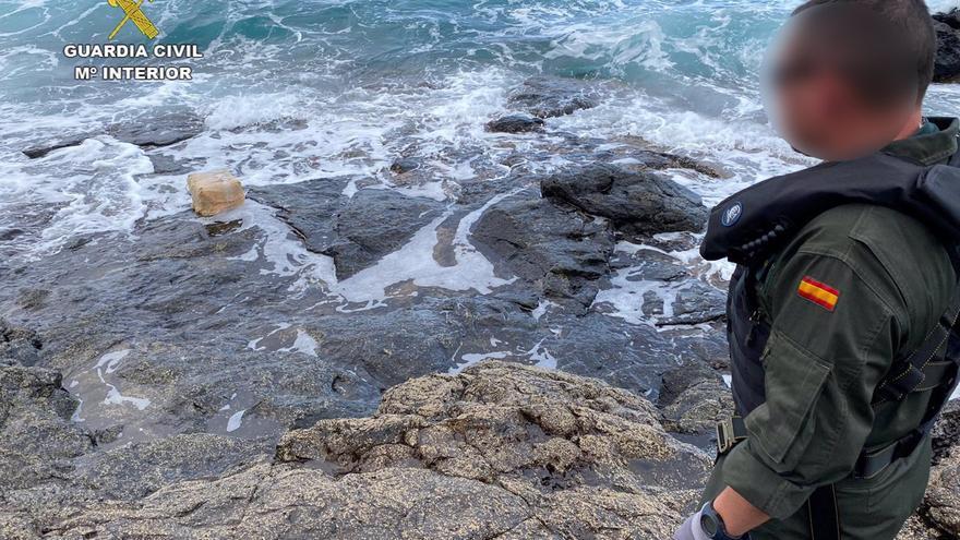 Encontrados 300 kilos de hachís flotando entre Lanzarote y Fuerteventura
