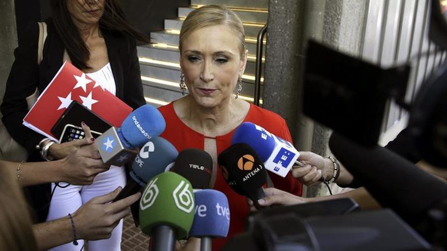 """Cifuentes se alegra por Cataluña y recuerda las peticiones """"modestas"""" de Madrid"""