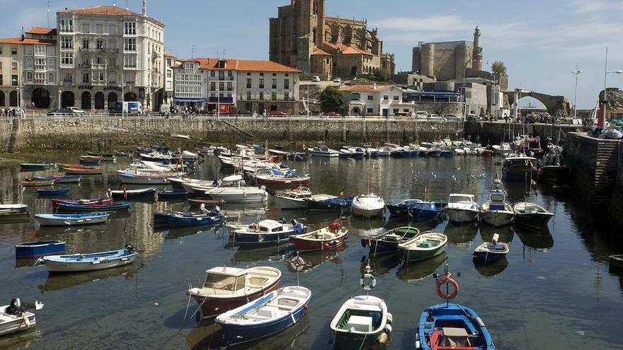 Vista general del puerto de Castro Urdiales. |