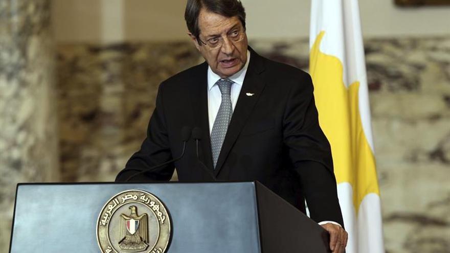 Líderes greco y turco esperan dar un empujón crucial a proceso paz en Suiza