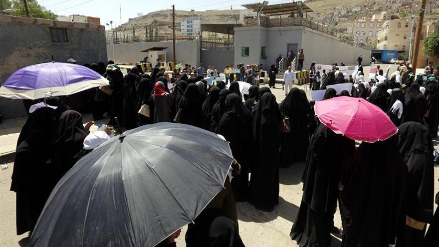Suben a 12 los muertos por un ataque de la coalición árabe en Yemen, según los rebeldes