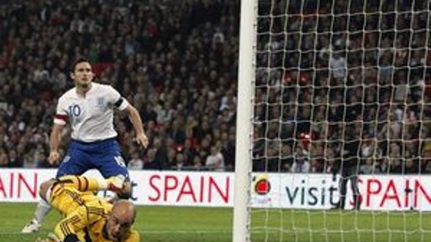 Frank Lampard, en la acción del gol.(REUTERS)