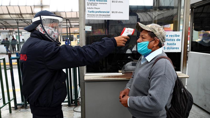 Los contagios aumentan en Quito en medio de polémica sobre test de COVID-19