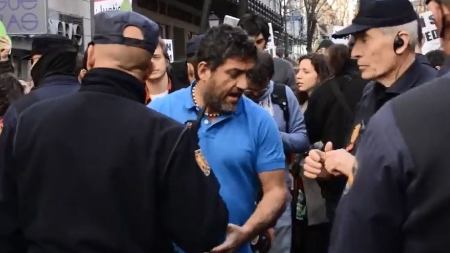 Raúl Capín durante el escrache a Jesús Posada / Tomalatele