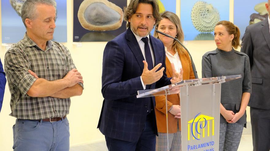 Gustavo Matos, en la presentación de la exposición 'Semillas: la minúscula arquitectura de especies canarias'