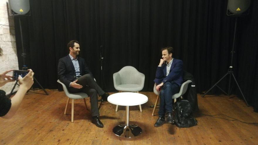 Hervé Falciani y Jaume Asens, en una mesa de debate este viernes