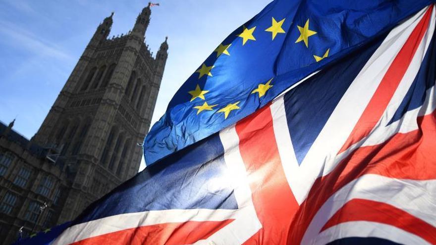 """Un tercio de las empresas británicas planea abandonar el país por el """"brexit"""""""