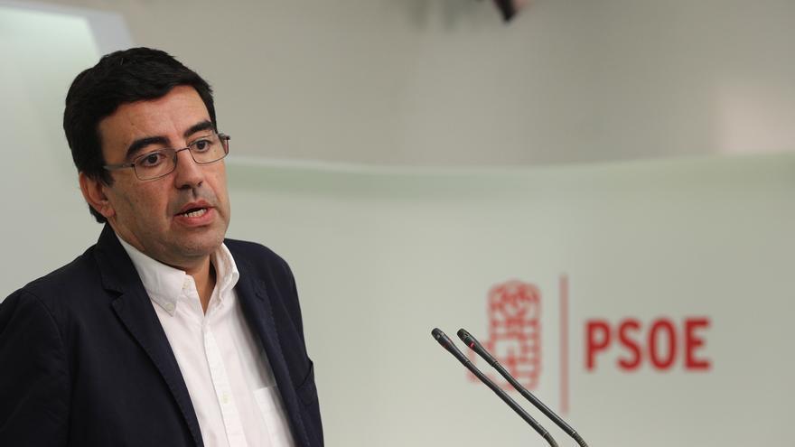 Mario Jiménez explica al PSOE del Senado los cambios decididos por la Gestora y le contestan dos críticos