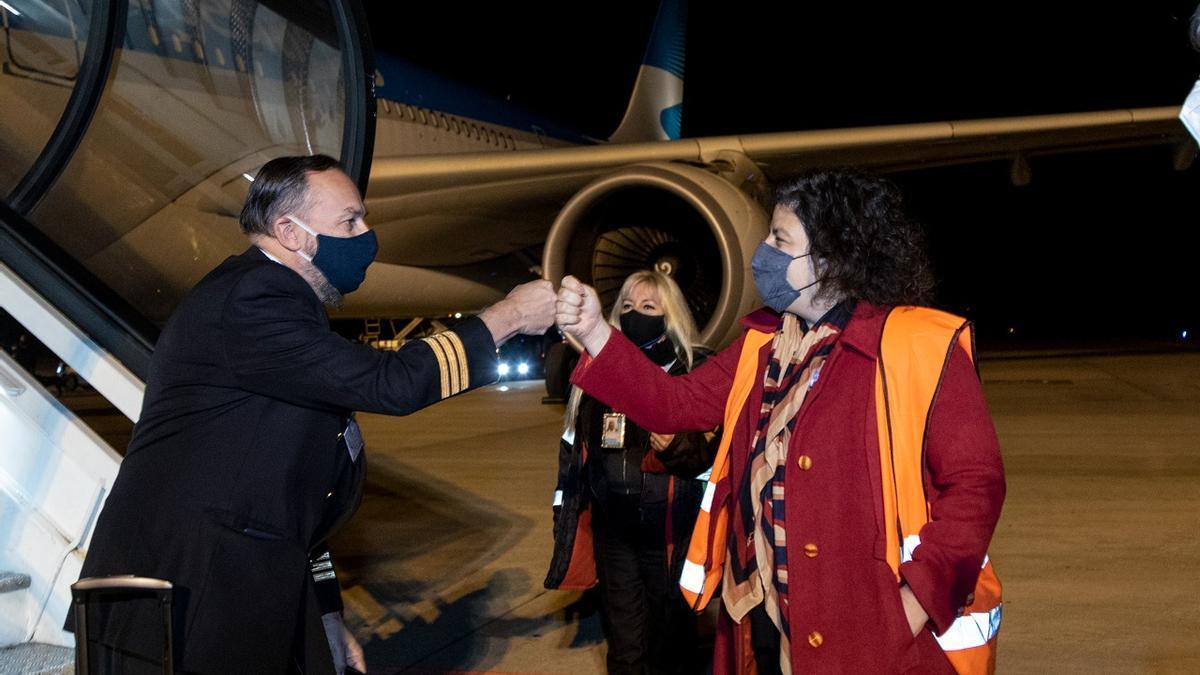 La ministra Vizzotti recibió el último cargamento de Sputnik V, este jueves por la noche.