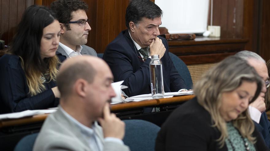 El concejal de Vox en Santander, Guillermo Pérez Cosio, en un Pleno. | JOAQUÍN GÓMEZ SASTRE