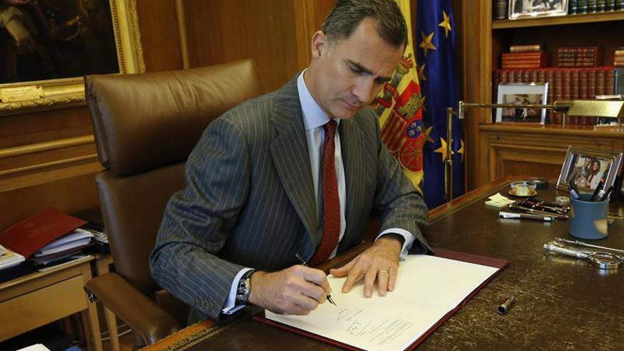 El Rey firma hoy el decreto de convocatoria del 26J y se publicará en el BOE