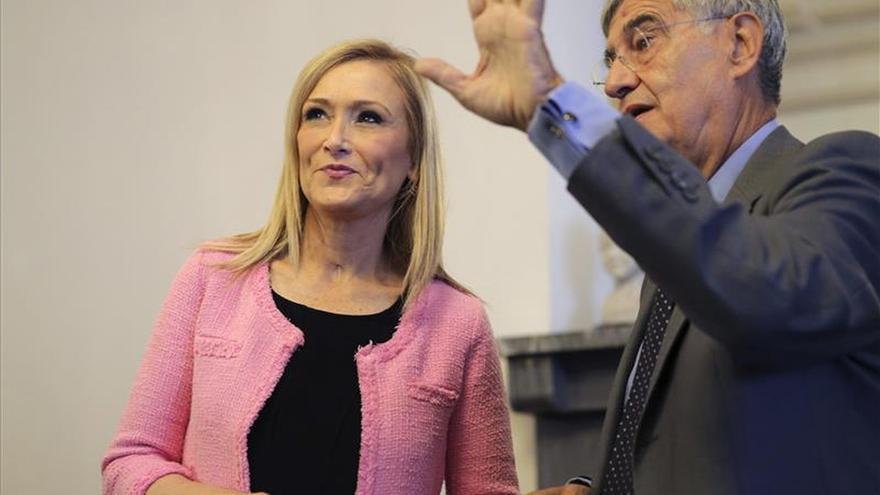 Cifuentes pide tras el comunicado de Aznar que todos en el PP sean constructivos