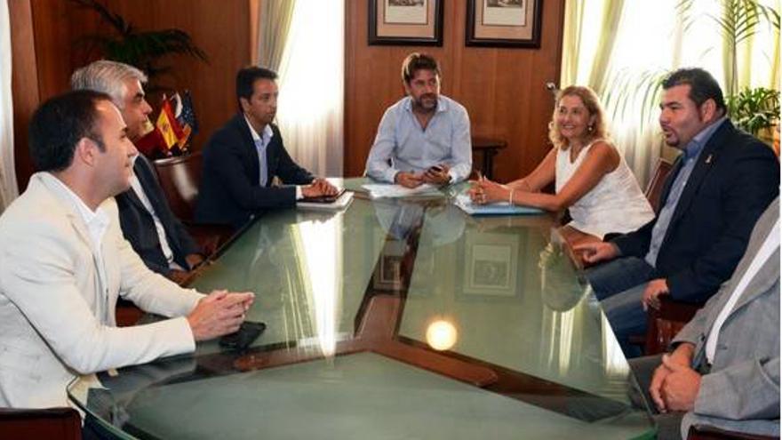Encuentro con el presidente del Cabildo, Carlos Alonso.