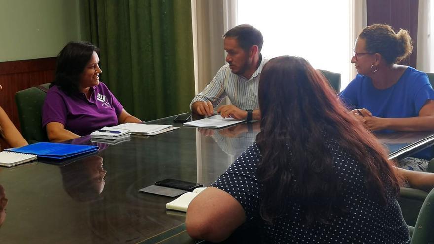Reunión con miembros del colectivo Violetas.