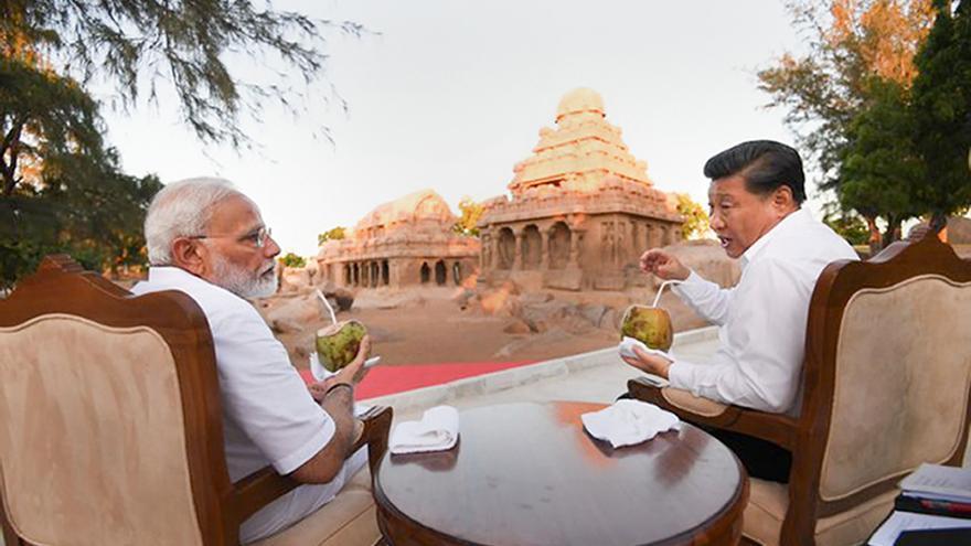 El primer ministro indio Nerendra Modi y el presidente chino Xi Jinping en una reunión informal en Mamallapuram (India).