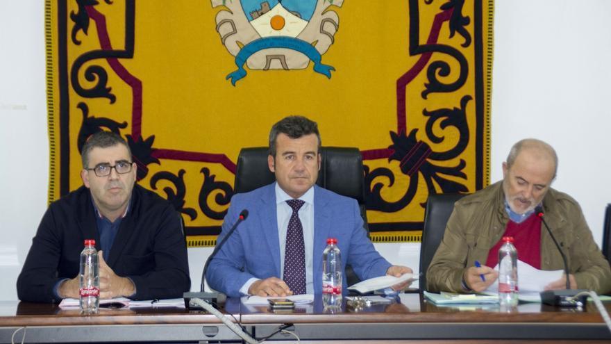 El alcalde de Carboneras formaliza su dimisión en el pleno de este miércoles tras ser inhabilitado