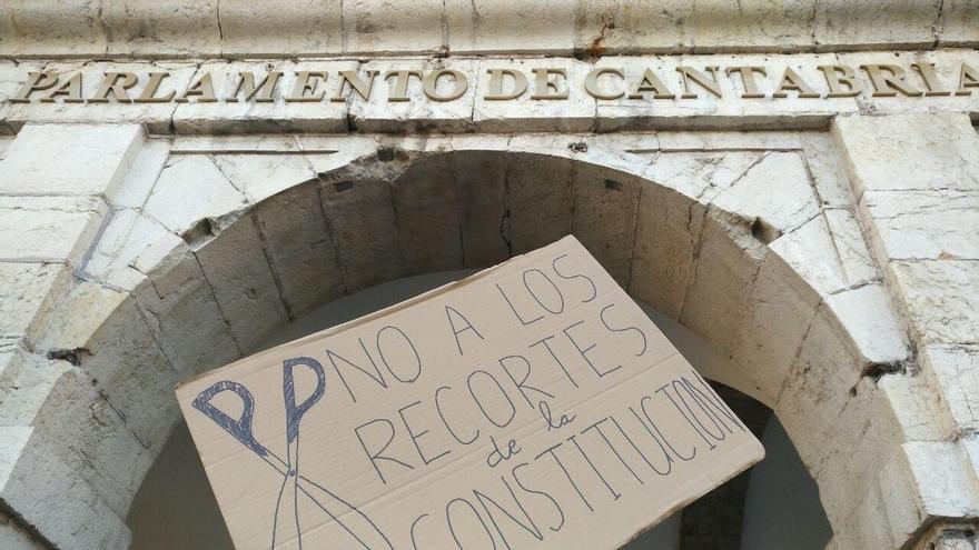 """La PAH Santander denuncia que el artículo de la Constitución sobre el derecho a una vivienda digna """"no se cumple"""""""
