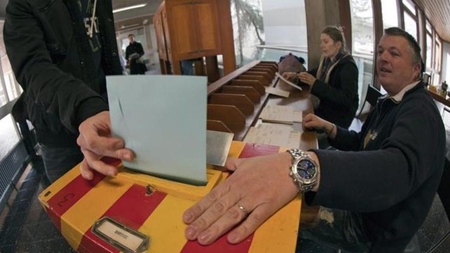 Votación en Suiza sobre la renta básica mensual. Imagen: EFE.