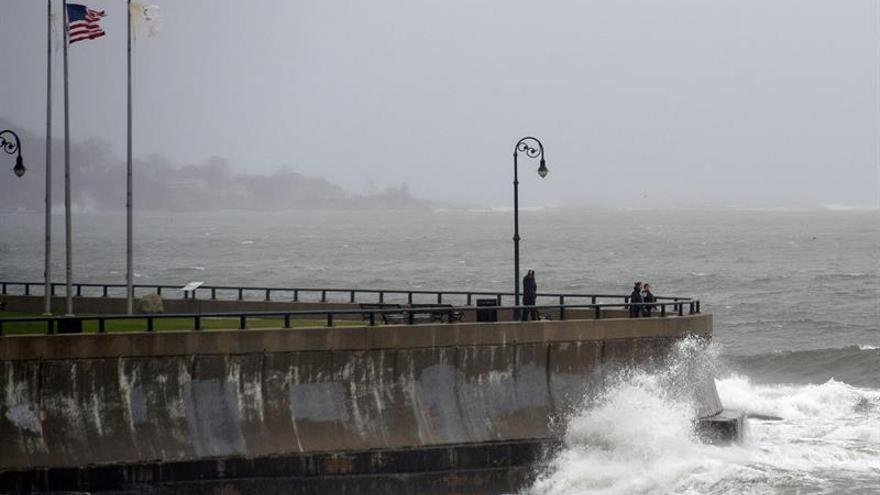La tormenta tropical Karl se mantiene en el este del Atlántico, Julia estacionaria