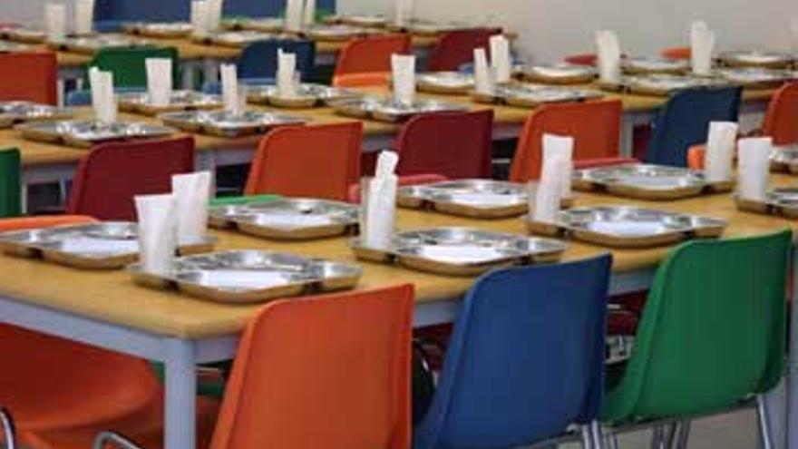 Un comedor escolar vacío en una escuela de Madrid.