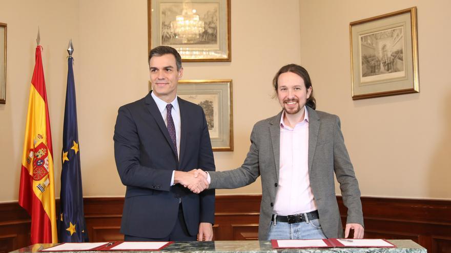 Pedro Sánchez y Pablo Iglesias el pasado martes cuando firmaron el preacuerdo para un Gobierno de coalición.