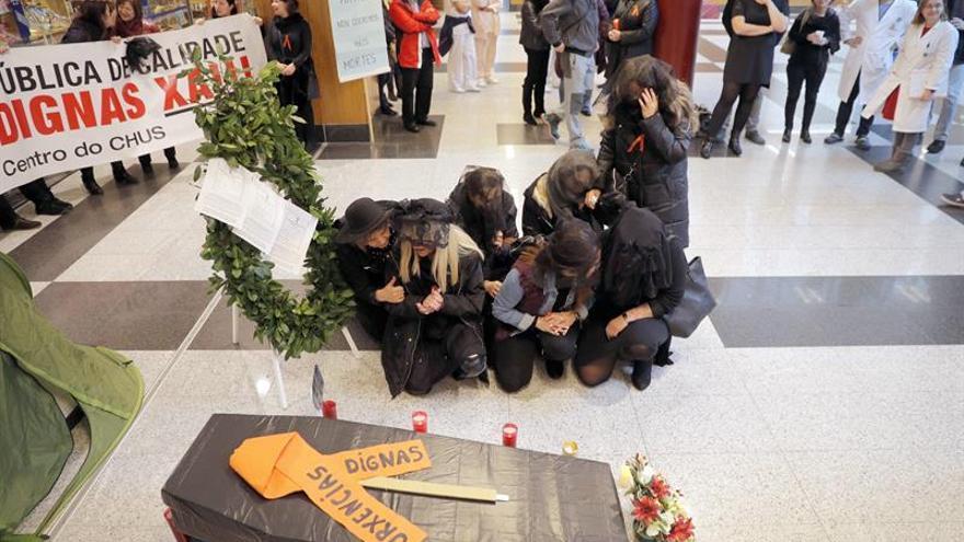 """Trabajadores del CHUS guardan silencio por la """"muerte"""" del servicio de urgencias"""