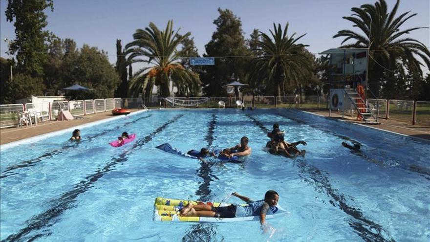 Una decena de ni os intoxicados por cloro en la piscina - Camping piscina climatizada catalunya ...
