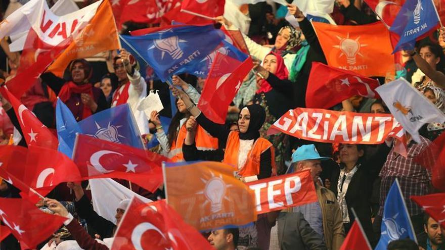 El partido en el poder en Turquía abre congreso en el que elige a nuevo líder