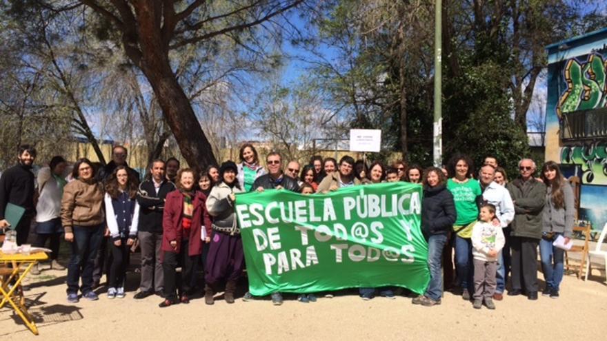 Vecinos del Barrio de Hortaleza piden que continúe la oferta de ESO y Bachillerato en el IES Rosa Chacel