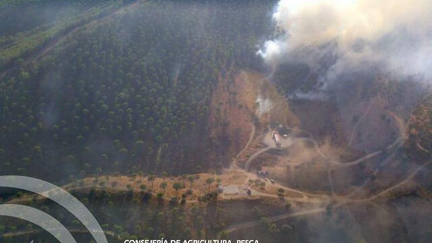 Imagen del incendio de Villanueva del Rey tomada por un avión del Infoca.