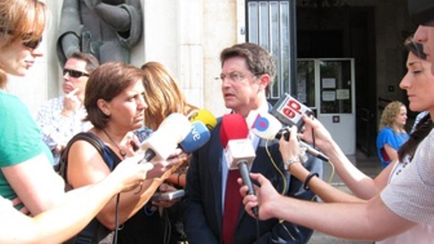El Alcalde De Lorca A Su Salida De Los Juzgados
